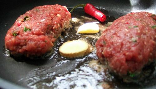 Bifteki, bratend