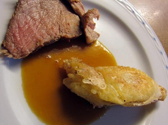 Zickleinkeule provenzalisch mit frittiertem Chicorée
