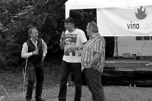 Die Vinocamp-Organisatoren Thomas Lippert und Dirk Würtz, zusammen mit Sommelier Hendrik Thoma (v.r.n.l.)