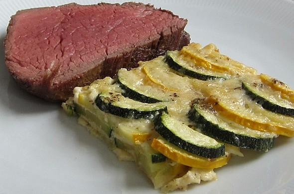 Chateaubriand mit Zucchinigratin (es fehlt die geschmolzene Salzbutter)